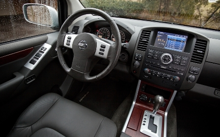 2012-nissan-pathfinder-le-4x4-steering-wheel